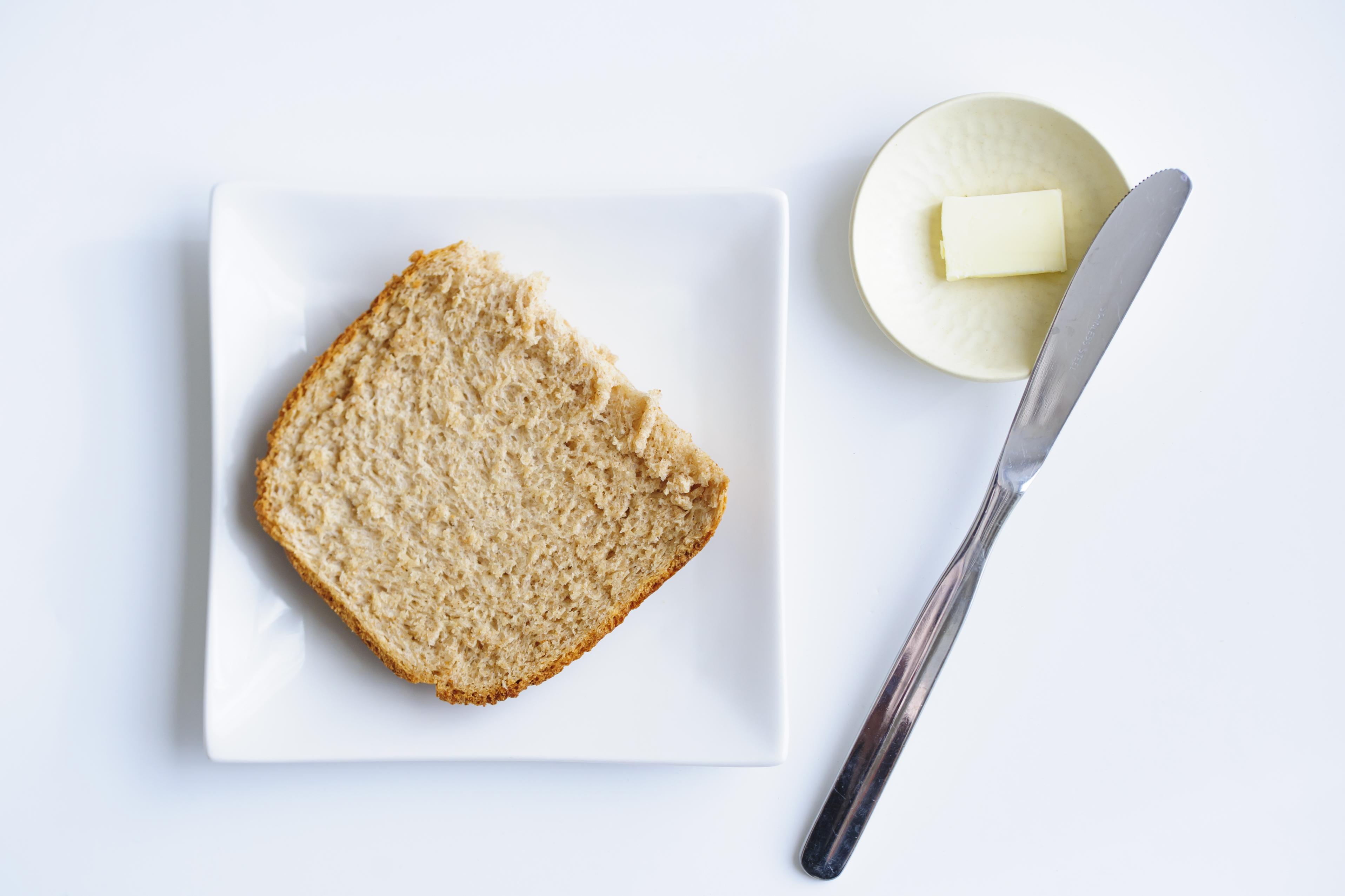 低GIのライ麦と全粒粉の食パンをホームベーカリーで作ってみました