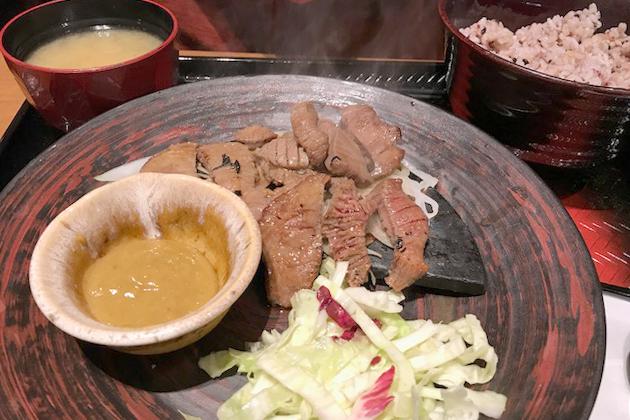 大戸屋生姜醤油漬け炭火焼き牛たん定食